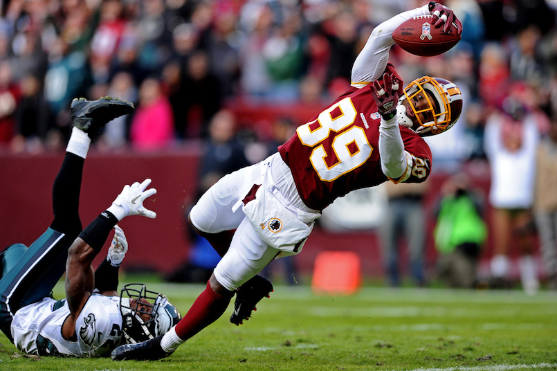 LANDOVER, MD - NOVEMBER 18: Wide receiver Santana Moss #89 of the Washington Redskins dives into the end zone past cornerback Brandon Boykin #22 of the Philadelphia Eagles to score a touchdown in the third quarter at FedEx Field on November 18, 2012 in Landover, Maryland. (Photo by Patrick Smith/Getty Images)